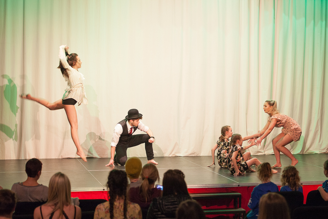 Kic Dance Company - Production at Lasswade High School Centre - D75Y17V1P72d