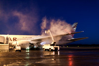 Edinburgh Airport, Qatar Airways Boeing 787 Dreamliner, pre-departure de-icing preparations, 25 November 2016